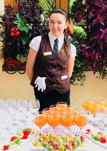 Антоніна (офіціант)